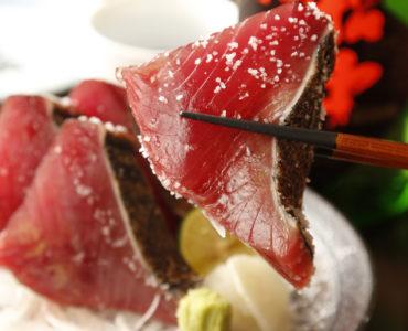鰹の厚切り塩たたき 1800円(税抜)